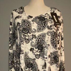 Woman's NWT Alia black and white sweater